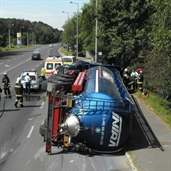18 wheeler fuel tank rolled over in poland