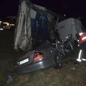 Mercedes e430 crashed under 18 Wheeler