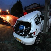 Drunk driver hits the power pole in france